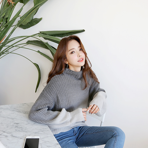 Dabagirl Loose Gradient Knit Turtleneck Sweater